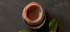 Φτιάξτε το δικό σας lip balm από σοκολάτα και μέντα!